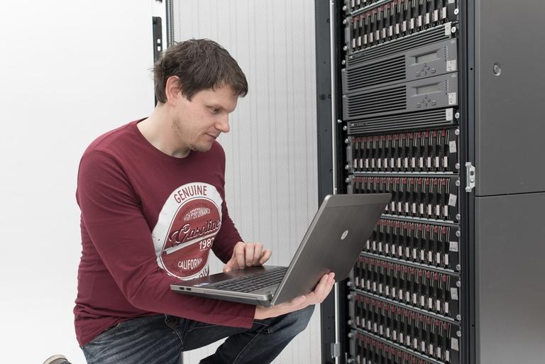 Pogodbeno vzdrževanje in sistemska podpora IT infrastrukture